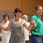 Des jeunes (de tous âges) se côtoient dans le partage de la même passion pour la danse.